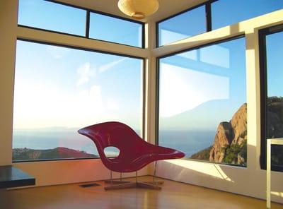 This modern Malibu exchange home overlooks the ocean.