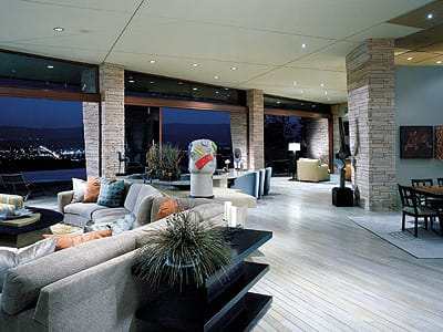 Architects David Prest and John Vuksic framed panoramic views with expansive windows and an open-floor design.