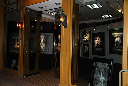 The entrance to Flashback Gallery located in The Gardens on El Paseo in Palm Desert.