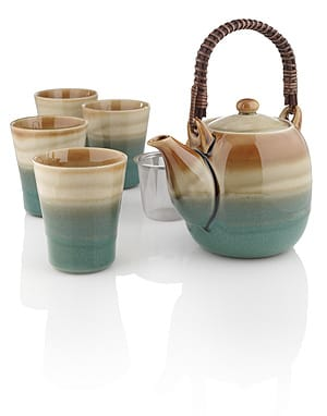 Kobe Coastline pot set is a handcrafted Japanese ceramic set including a 28-ounce pot, with stainless steel infuser, a bamboo wrapped handle, and 4 generously sized cups.
