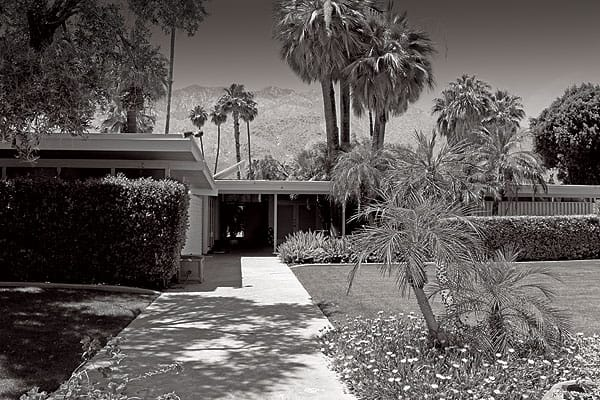 Alpha Dog takes place in Palm Springs at the Koerner House, although the story's real-life kidnapping and murder occurred 200 miles away in Santa Barbara.