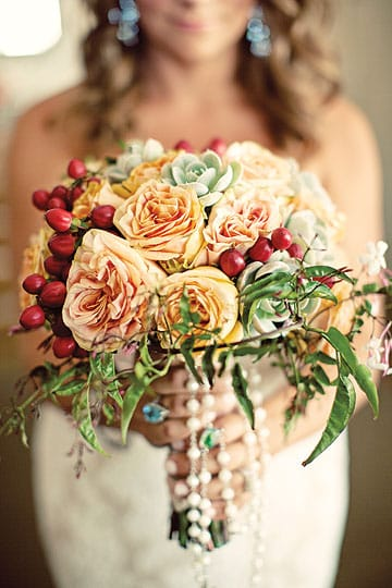 A rustic native touch, from centerpieces to boutonnieres