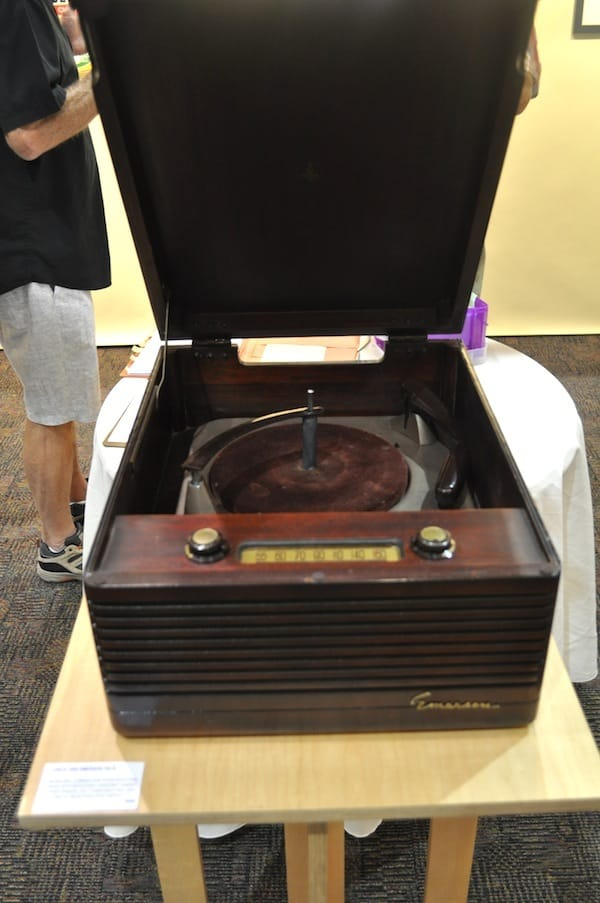 Circa 1950 Emerson 703 B. Monaural Combinationphonograph/AM Radio with mahogany veneered cabinet, three speed, felt turntable pad, and automatic reject/shutoff switch.