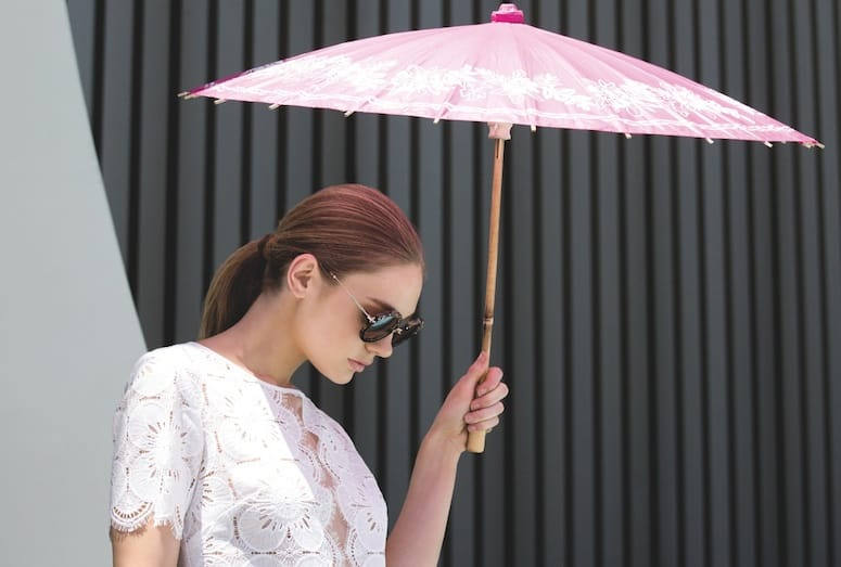 model with parasol