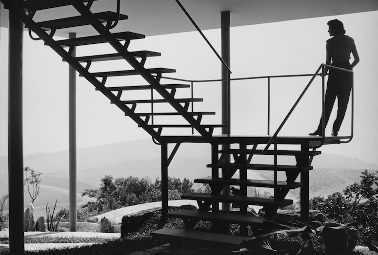 Francisco Albuquerque's 1952 photograph of Lina Bo Bardi on the stairway of Bardi's House